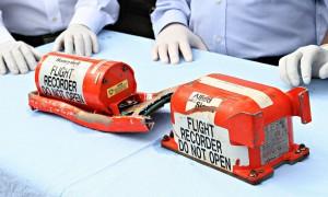 """Tin tức trong ngày - Pin hộp đen MH370 """"chết"""" trước khi máy bay mất tích"""