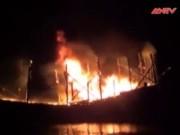 Video An ninh - Tàu câu mực cháy phừng phừng giữa đêm