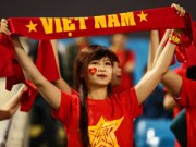 Ảnh bóng đá - người đẹp - Fan nữ xinh đẹp đội mưa cổ vũ U23 Việt Nam