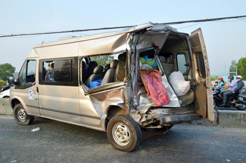 Phụ xe bị ô tô lật nghiêng đè tử vong - 2