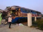 Tin tức Việt Nam - Tàu đâm đứt đôi xe tải: Ô tô cố vượt bất chấp đèn đỏ