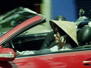 Hậu trường phim - Ngân Khánh lái xế hộp sang trọng đi mua ve chai
