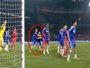 """Bóng đá Ngoại hạng Anh - Terry – Cahill """"kèm nhau"""" ở bàn thua """"cay đắng"""""""