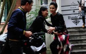 Thời trang - Mẫu Việt gặp tai nạn vì bậc thang trơn trượt