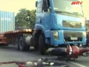 Video An ninh - Thiếu nữ chết thảm dưới gầm xe container