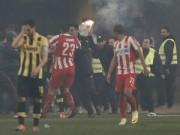 Video bóng đá hot - Ghi bàn phút cuối, fan cuồng xuống sân hành hung cầu thủ