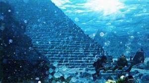 """Phi thường - kỳ quặc - Bí ẩn về """"kim tự tháp"""" dưới biển Nhật Bản"""