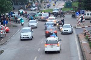 """Tin tức Việt Nam - CSGT lên tiếng về """"đường 3 làn ngược chiều"""" kì lạ ở Thủ đô"""