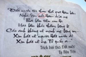Tin tức Việt Nam - Khắc thơ sai chính tả tại Tượng đài Mẹ VN Anh hùng