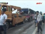 Video An ninh - Lật xe giường nằm tại Hà Tĩnh, 9 người thoát chết