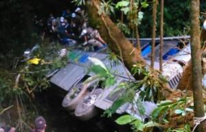 Tin tức trong ngày - Brazil: Xe bus lao xuống vực sâu, 32 người thiệt mạng