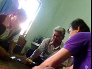 An ninh Xã hội - Đánh bạc ăn tiền, Phó Chánh văn phòng huyện bị cách chức