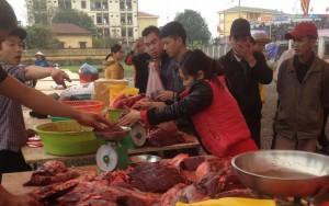 Thị trường - Tiêu dùng - Chen chân mua thịt trâu chọi cầu may