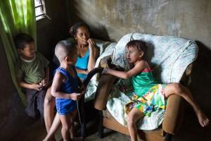 8X + 9X - Số phận những đứa trẻ không cha ở khu đèn đỏ Philippines