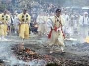 Du lịch - Kỳ lạ lễ hội đi chân trần trên lửa tại Nhật Bản