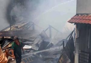 Tin tức Việt Nam - Cháy 8 căn nhà liền kề giữa trung tâm TP.HCM