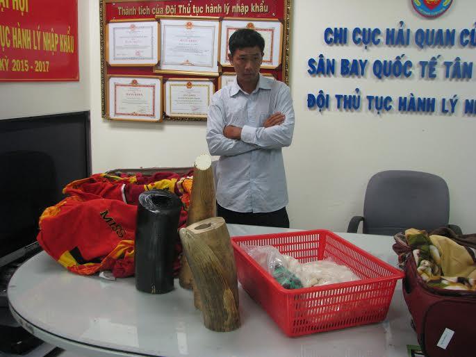 Bắt lượng ngà voi, sừng tê trị giá tiền tỷ tại Tân Sơn Nhất