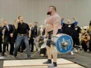 """Thể thao - """"Gã khổng lồ"""" kéo 462kg đánh sập kỷ lục thế giới"""