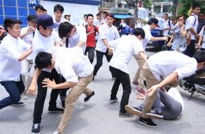 """Tin tức trong ngày - Học sinh đánh nhau dã man: """"Trừng phạt cũng là bạo lực"""""""
