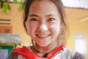 Bạn trẻ - Cuộc sống - Ngất ngây với mặt mộc đẹp hút hồn của bé gái Mông