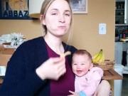 8X + 9X - Clip: Bé gái 4 tháng tuổi cười giòn tan khi nghe mẹ ăn bimbim