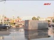 Camera hành trình - Rơi thùng Container, hàng ngàn lít dầu tràn lênh láng