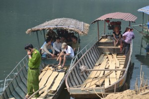 Tin tức Việt Nam - Cặp vợ chồng trẻ mất tích trên hồ thủy điện