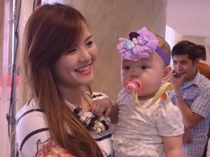Ca nhạc - MTV - Hot girl 9X bồng con đi thi Vietnam Idol
