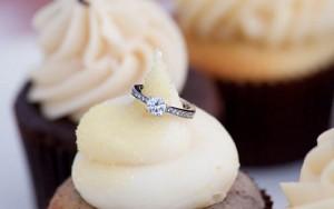 Tin tức trong ngày - Suýt chết ngạt vì nuốt nhẫn đính hôn trong bánh ngọt