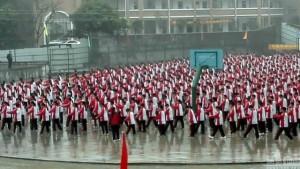 Giáo dục - du học - TQ: Bắt học sinh đứng giữa trời mưa đón đoàn thanh tra