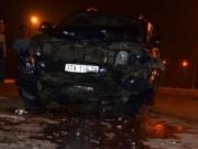 """Video An ninh - Hai ô tô """"đấu đầu"""" trong đêm, 9 người nguy kịch"""
