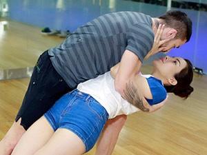 Ca nhạc - MTV - Diệp Lâm Anh tình cảm ôm chặt bạn nhảy Tây