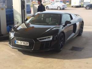 Tin tức ô tô - xe máy - Quả tang Audi R8 mới trên đường khi chưa phát hành