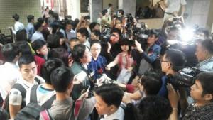 """Tin tức Việt Nam - Chặt 6.700 cây xanh: Phóng viên """"truy"""" lãnh đạo HN những gì?"""