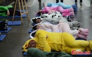 """Thế giới - Trung Quốc: """"Ngủ say như chết"""" hàng loạt giữa đường"""