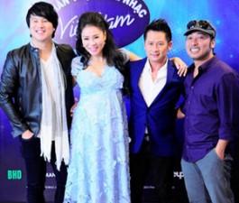 """Mặt sau cánh gà - """"Soi"""" bộ ba giám khảo mới Vietnam Idol"""
