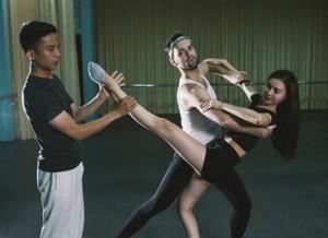 Ca nhạc - MTV - Lan Ngọc khoe chân dài thẳng tắp trong phòng tập
