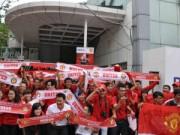 """Bóng đá Việt Nam - Fan MU """"đối đầu"""" fan Liverpool trên sân phủi"""
