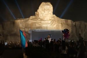 """Tin tức Việt Nam - """"Rồng rắn"""" xem tổng duyệt ở tượng đài Mẹ VNAH 411 tỷ đồng"""