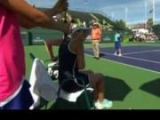 Thể thao - Tennis 24/7: SAO nữ thay đồ... giữa sân