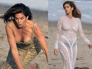 Thời trang - Cindy Crawford mặc xuyên thấu sexy bên bờ biển