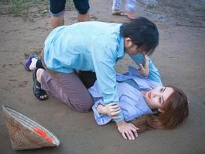 """Phim - Màn """"vật lộn"""" có một không hai của Hoài Linh, Ngân Khánh"""
