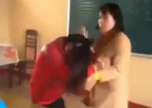 Giáo dục - du học - Choáng với clip cô giáo đuổi đánh, dọa chém học sinh
