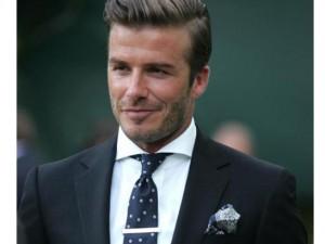 Thời trang - 5 kiểu gập khăn cài áo dễ mà đẹp như David Beckham