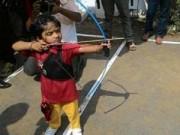 Các môn thể thao khác - Thần đồng 2 tuổi lập siêu kỷ lục bắn cung