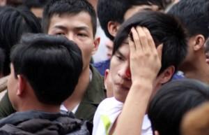 Tin tức trong ngày - Đổ máu trong lễ hội giằng bông ở Hà Nội