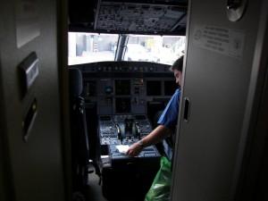 Thế giới - Máy bay A320 rơi: Cơ trưởng đã tự sát?