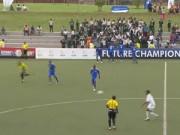 Video bóng đá hot - Mải ăn mừng, thủ môn nhận cái kết đắng