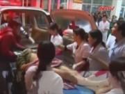 Video An ninh - Nỗ lực cứu chữa nạn nhân sập giàn giáo ở Formosa