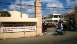Tin tức trong ngày - Trẻ sơ sinh tử vong, người nhà bao vây bệnh viện